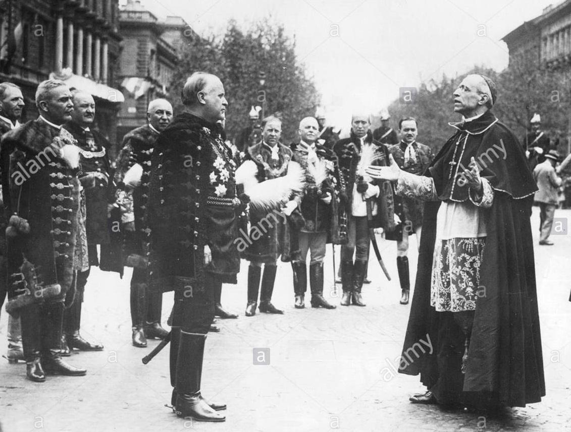 Kardinaal Pacelli als legaat op het congres van 1938