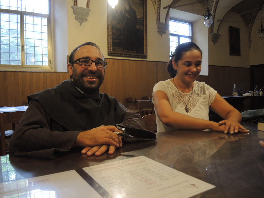 Pater carmeliet Angelo en Nadia in Pisa