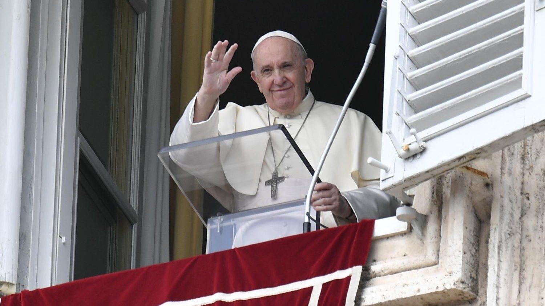 Paus Franciscus tijdens angelus