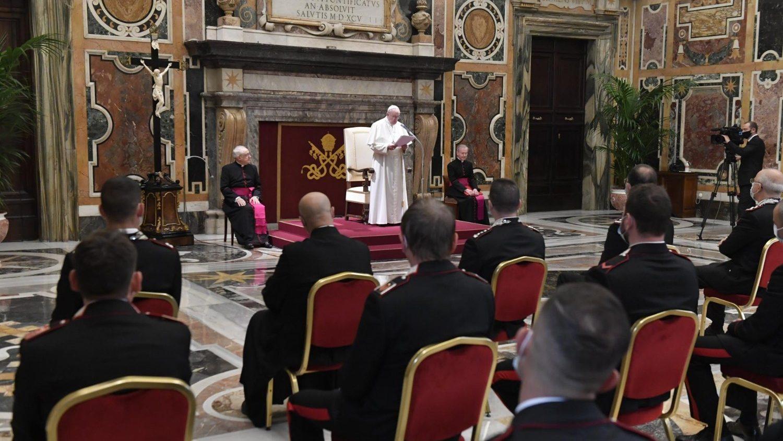 Paus Franciscus tijdens audiëntie met Carabinieri